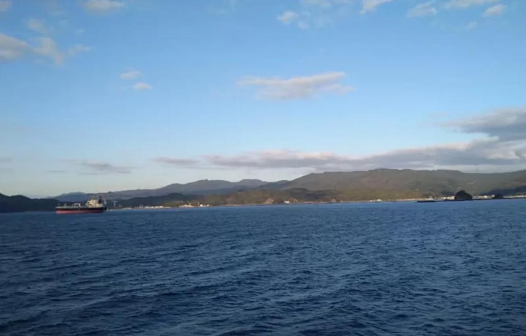 見えている陸は九州。まもなく臼杵港です。